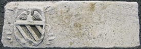Castello della Cecchignola, Roma. Architrave in marmo bianco con stemma della famiglia Margani XV sec.